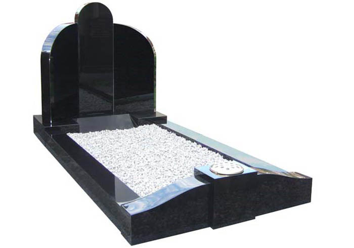 Pegas headstone and kerbset in black granite